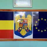 Ansamblu steaguri perete cu stema Romaniei
